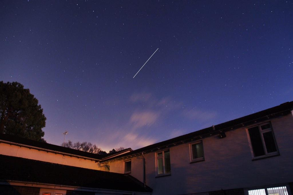 Managed to get a picture of Santa flying over the house! ;) @Bournemouthecho http://t.co/5Z1AGujWXv