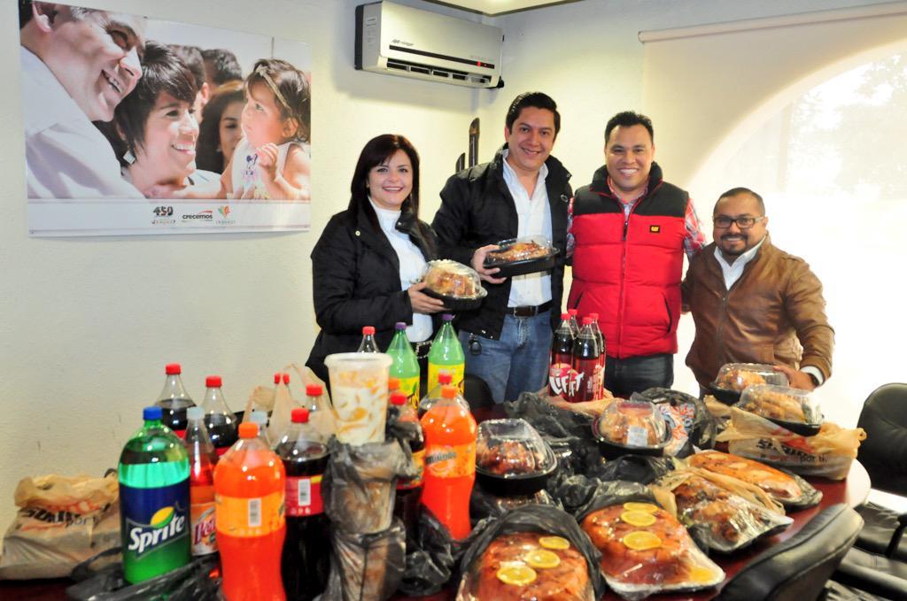 COBAED (@COBAEDoficial): Arranca la entrega de #CenasNavideñas con COBAED #NavidadCrecemos @Tere_AdelC @DIF_Durango @gobdgo @yanez_arturo http://t.co/67SuWwJ7Kb