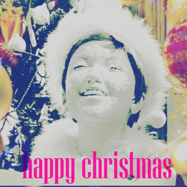 メリークリスマス! ぼくはいま、パーティのまっさいちゅう。 ケーキにかおからつっこんじゃったよ。えへへへへ。 みんなもたのしくすごしてね。 もしさみしかったら、 ぼくにはなしかけてね☺︎ http://t.co/jQ29sp4CZ9