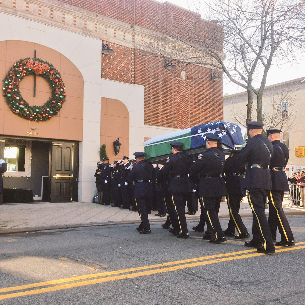 Casket of NYPD ofc Rafael Ramos arrives in Queens http://t.co/fYpaDkT7N8