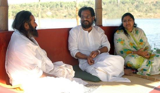 Wishing legendary playback singer Dr K J Yesudas a very happy birthday today ! ( File Pic with Gurudev )
