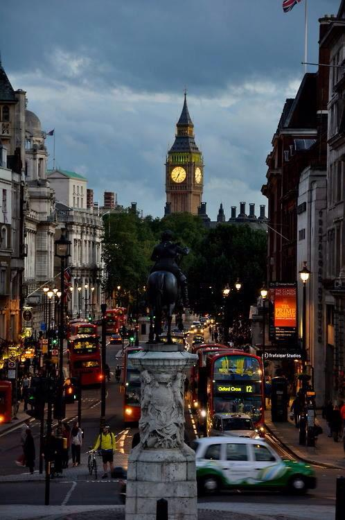 Nice photo! RT @Saffron606: Trafalgar Square, #London http://t.co/Vor4gv5Aza