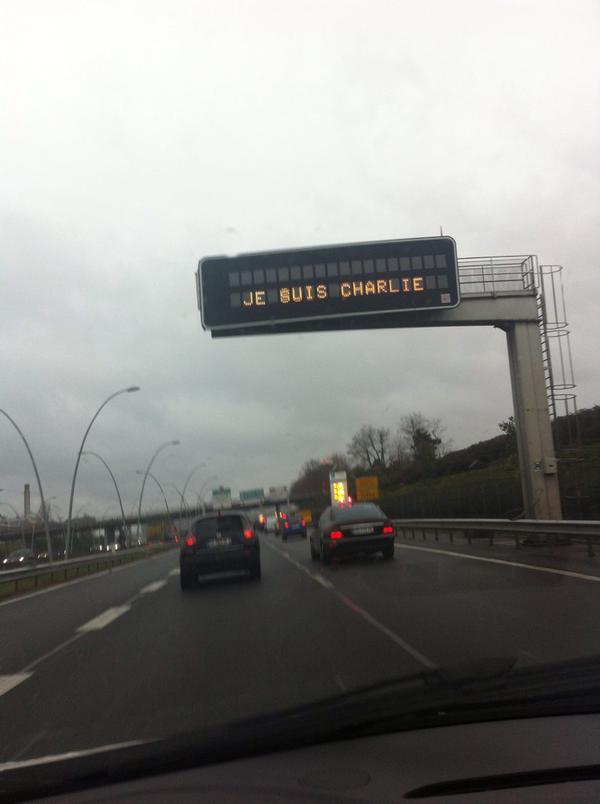 #JeSuisCharlie L'hommage également sur les autoroutes. >>http://t.co/lrbCaNMuoY http://t.co/hH4qSRPbsh