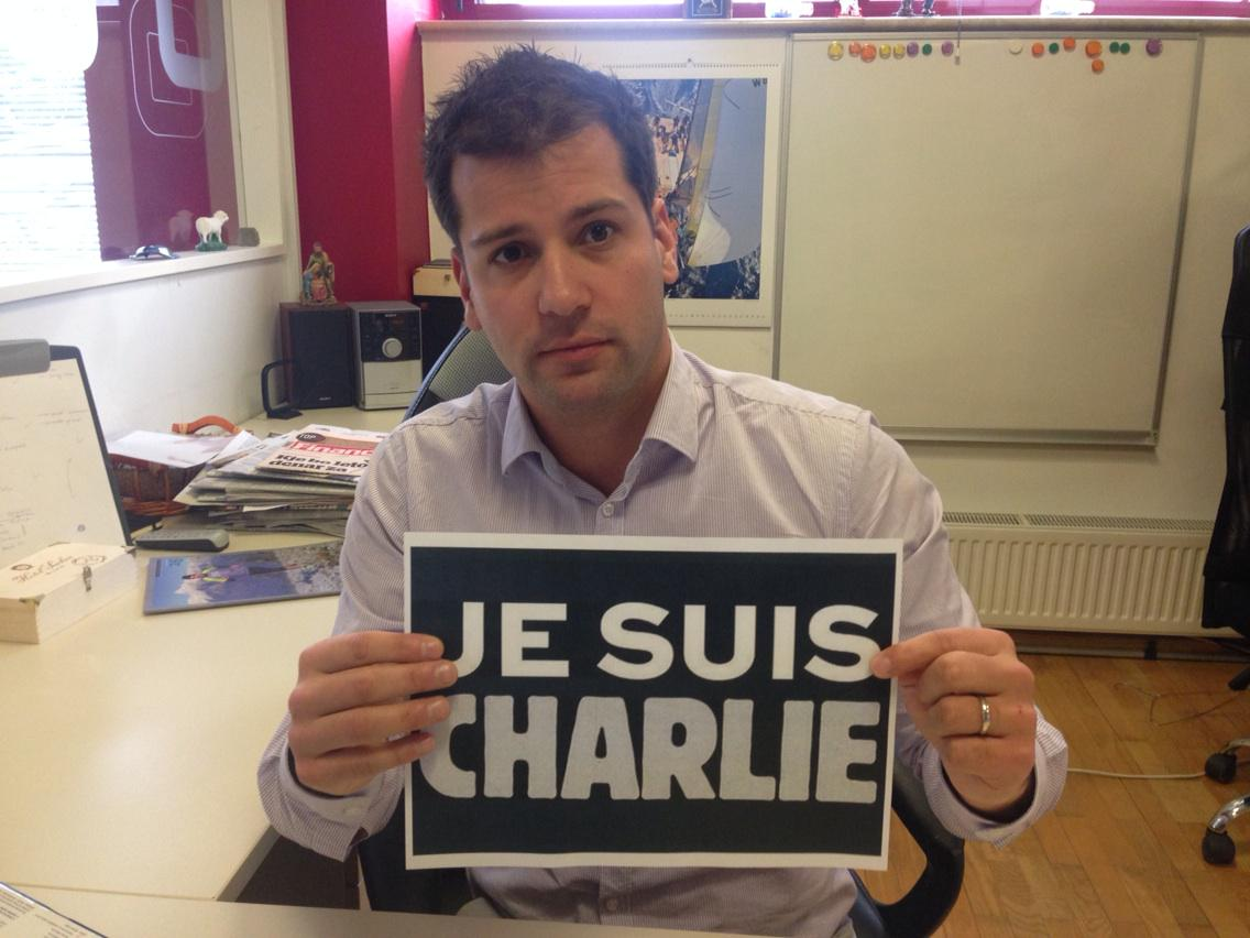 Tudi urednistvo @Svet_KanalA solidarno z novinarskimi kolegi. #JeSuisCharlie http://t.co/pFmHxZlMeb
