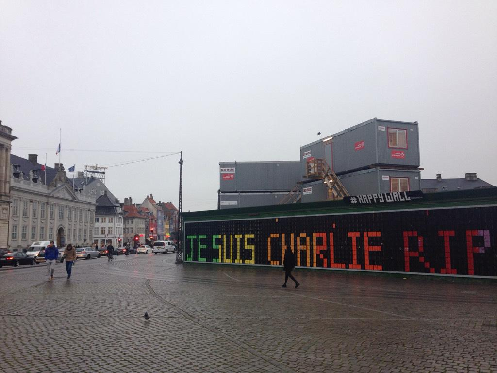 Construction site in front of French embassy in Copenhagen #jesuicharlie http://t.co/5PI5SOEsG0