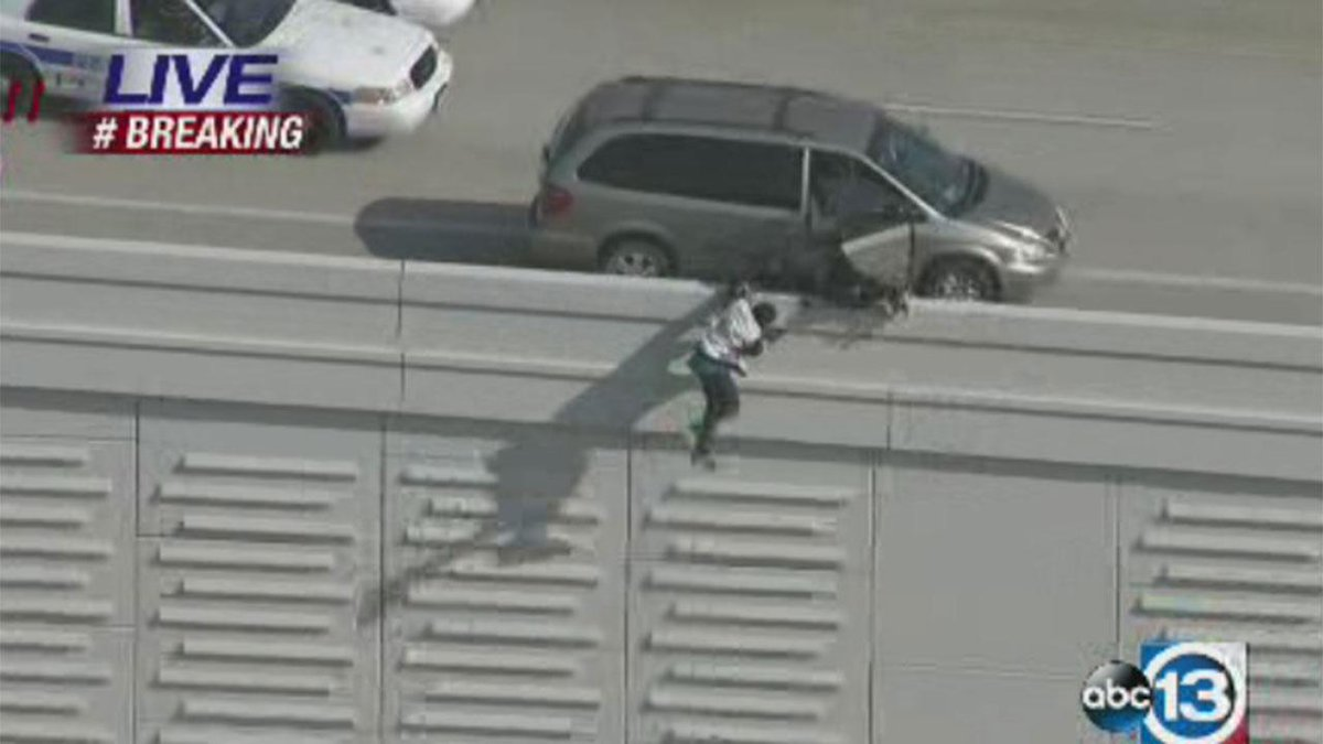 Two suspects jumped from the Beltway to get away from police; live -- http://t.co/jp73dyJ1JV #hounews http://t.co/0Z63KjMBkk