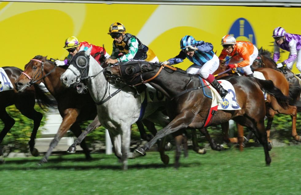 Savvy turns savage as Suarez syndrome strikes http://t.co/BL7vnByNG3 #horseracing http://t.co/x6N2gGETp8