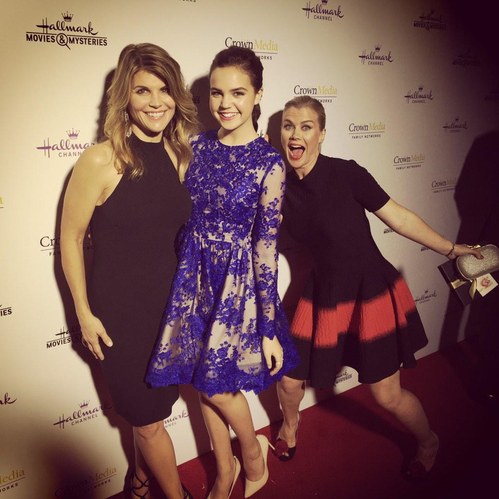 #AlisonSweeney #photobomb @baileemadison #LoriLoughlin #Hallmark #TCA #FullHouse #GoodWitch @coreprgroup http://t.co/podBiAqswL