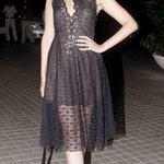 """@dnaAfterHrs: Black and Lace. Sonam Kapoor keeps it clean and chic at Farah Khan's b'day bash http://t.co/6BC4IXbEge"""
