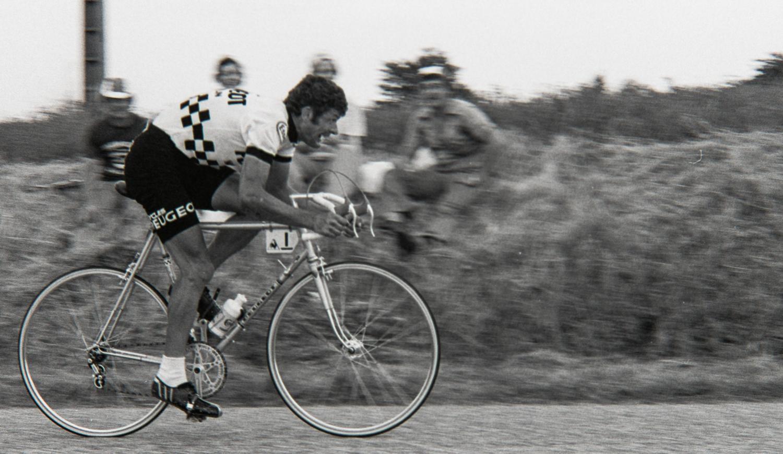 Joyeux anniversaire au double vainqueur du Tour Bernard Thévenet ! / Happy birthday to Bernard Thévenet! http://t.co/8qrbZZGvmH