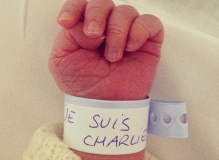 Bijzonder eerbetoon aan deze heftige gebeurtenis... #JeSuisCharlie http://t.co/MTgzxk0Z3B