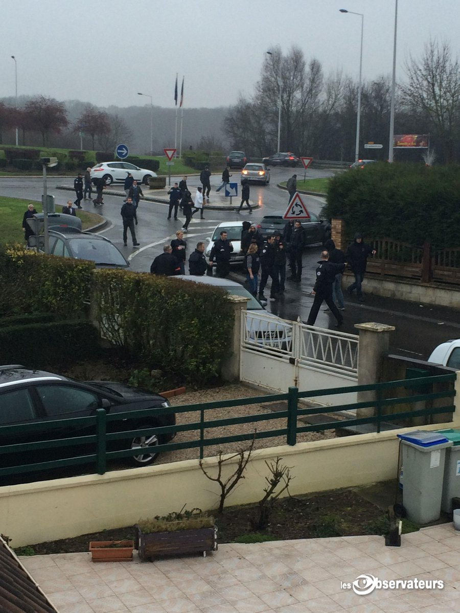 A person living near the #Dammartin hostage scene sent us these photos #CharlieHebdo #obs http://t.co/FKHD1fGt03