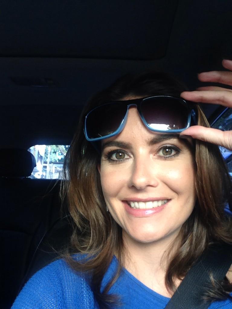 LUIZA ZANCHETTA (@LuizaZanchetta): Bom dia pra você que sorri quando chega a sexta-feira! Um ótimo fim de semana, nos vemos à noite no @riogranderecord http://t.co/oGsbn4xjV7