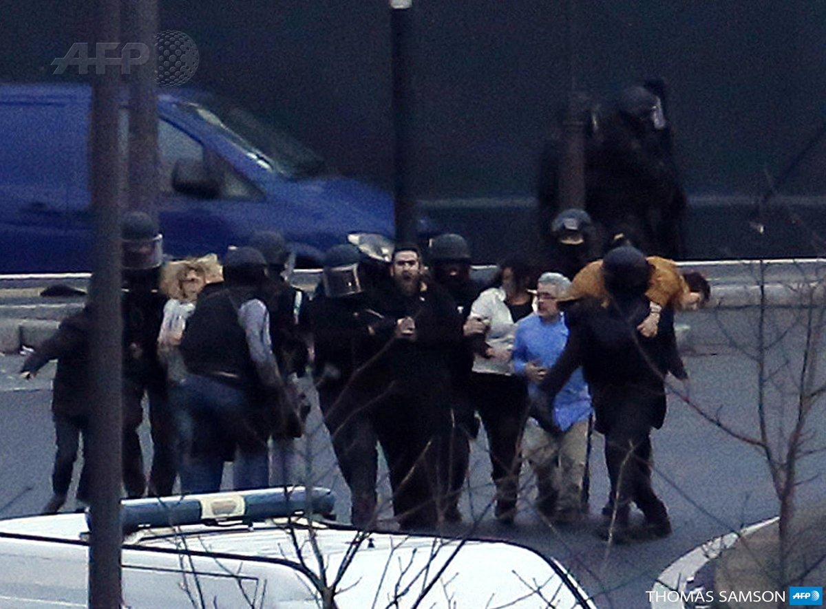 Libération d'otages au supermarché casher - photo Thomas Samson #AFP http://t.co/OHY8KIKjwK