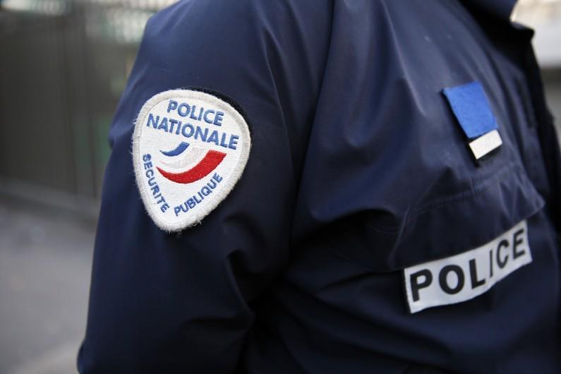 EN DIRECT - Le preneur d'otage Porte de Vincennes demande la libération des frères Kouachi > http://t.co/gX7f3i1dZP http://t.co/iRjNa9w0e1