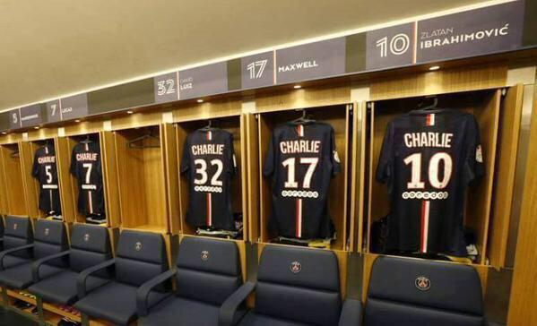 Pro soccer club Paris-St. Germain pays tribute to #CharieHebdo tonight w/simple change to uniforms #ParisShooting http://t.co/pgZWTdHYkB