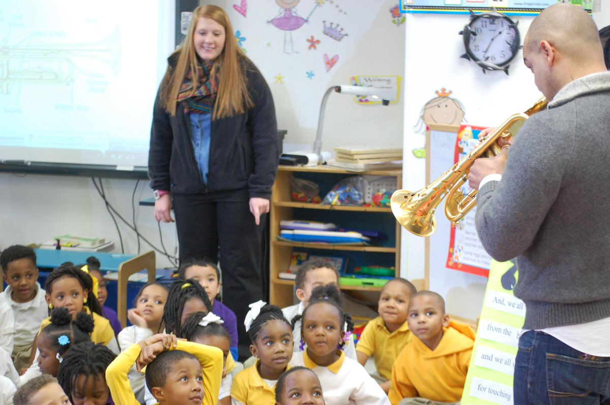 Visited #Homer ES today with @TurnaroundArts & @JacquesRodrigue @APlusLA They're doing great work teaching with #art http://t.co/WTwEsDp6ON