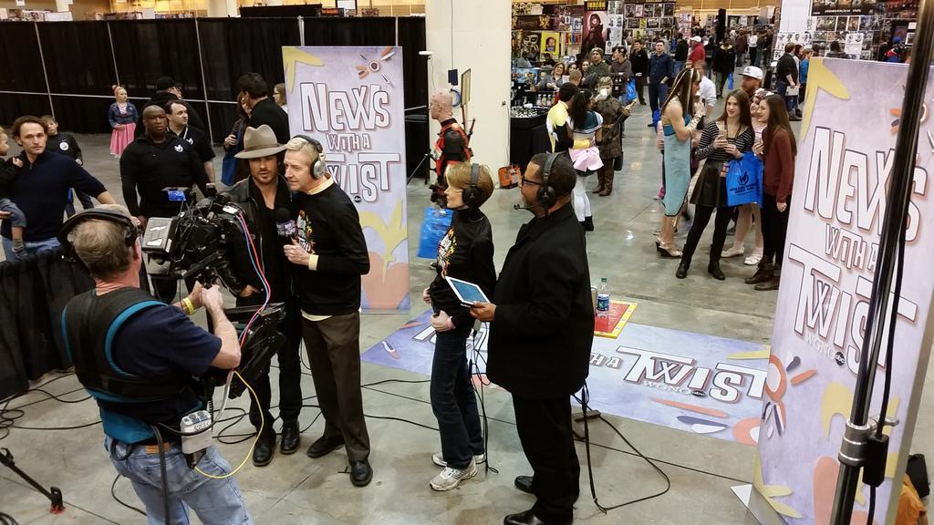 Ian Somerhalder on the set at #ComicConNOLA w/ @WildBillWGNO  @SusanRoesgen @lbjnola #wgno #VampireDiaries http://t.co/Cg4WgfIM12