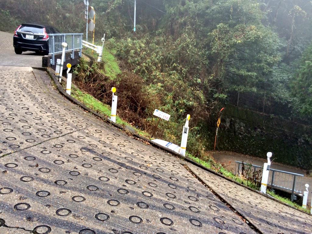 そういえば今日は自動車が走れる最急勾配と言われる国道308号線行ってきたけど作画崩壊したアニメの坂レベルだった。 http://t.co/j8cLFqzfBC