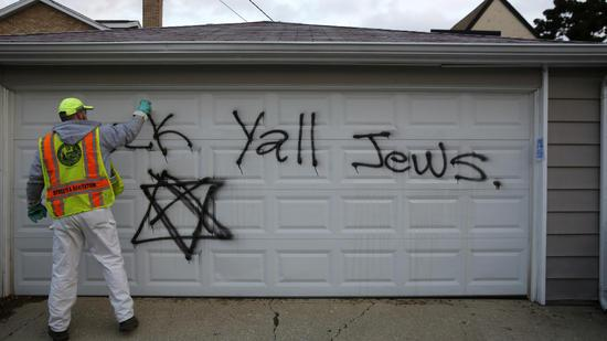Upset to hear about hate crime in Chicago: Anti-Semitic graffiti found on synagogue, homes. http://t.co/MdqloZhB0T http://t.co/SvwPWHaQw8
