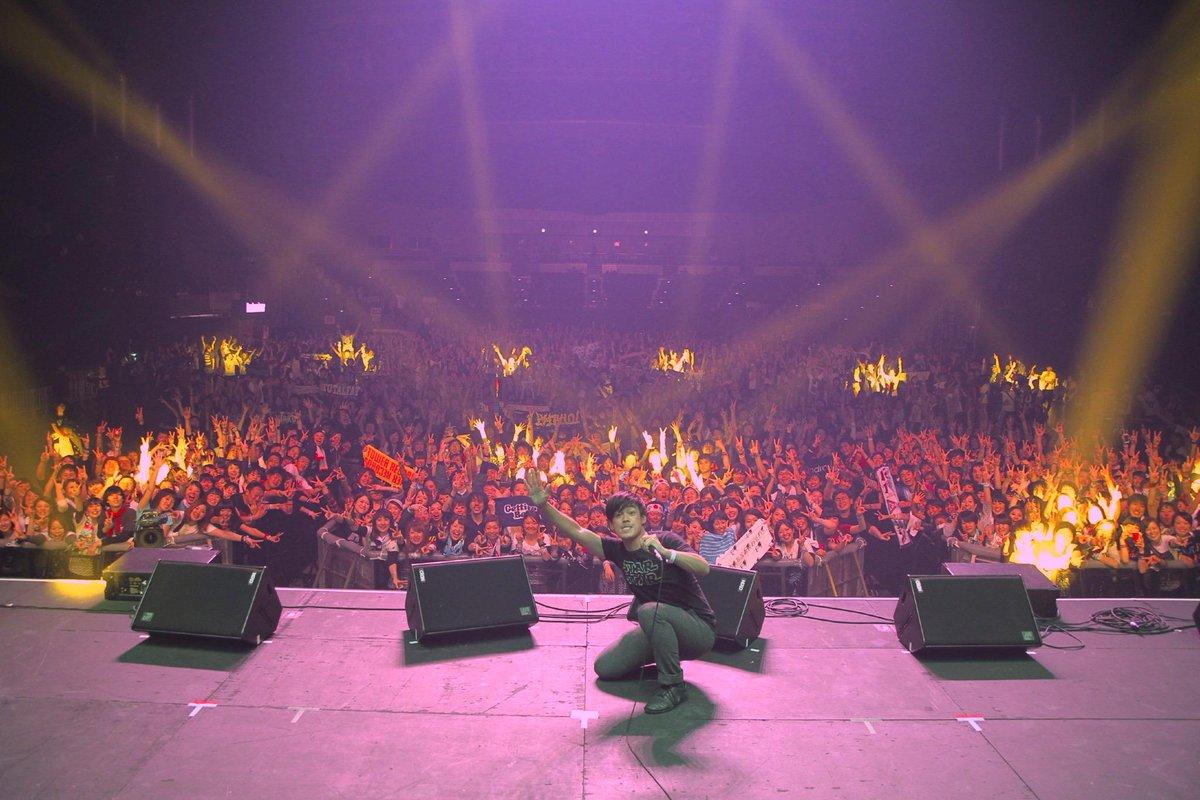 幕張から帰宅!最後のブースからの集合写真(とおまけ)おまたせしましたっ。カウントダウンジャパンそしてあの巨大パーティ空間アストロアリーナに集まってくれて僕、西村道男のDJでアホほど踊ってくれて感謝(驚)!またね! #CDJ1415 http://t.co/BMpgFny4OC