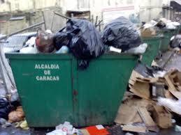 """Para eso se reeligió como alcalde esta 'basura'. RT """"@LucioQuincioC: La basura de Jorge, acaba con #Caracas http://t.co/CFOBcJpdD4"""""""