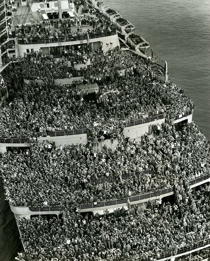 "The liner ""Queen Elizabeth"" bringing American troops into NY Harbor at the end of WWII, 1945 http://t.co/fI1zmeNZN5"