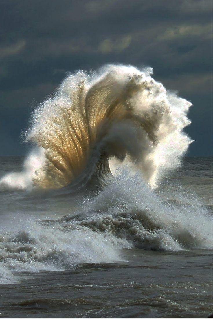 This wave is a real show-off. http://t.co/lEQW6BFsbn