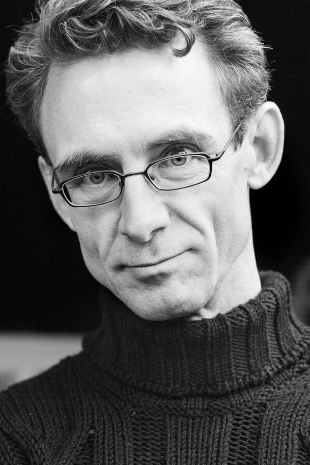 "Chuck Palahniuk explains why we shouldn't use ""thought"" verbs:  http://t.co/9x9sCxiwrV http://t.co/O3XWuLV5yG"