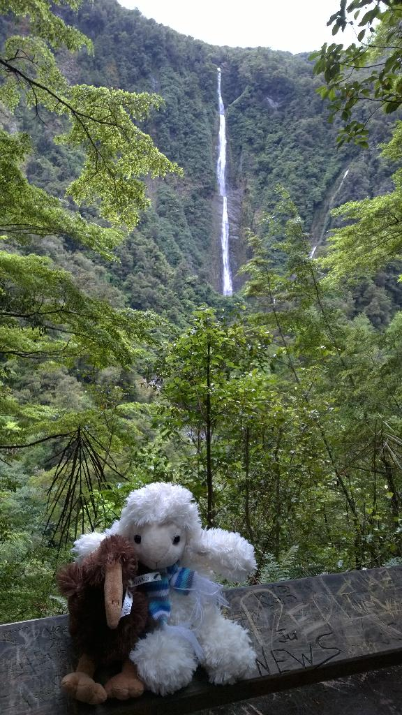 Die Humboldt Falls in Neuseeland, Fiordland - amazing! http://t.co/xpQAPGl0TG