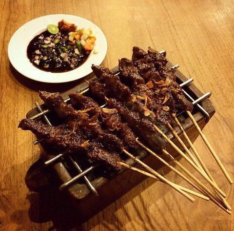 Masih pada lapar ???? Silahkan kunjungi dan makan yg kenyang di @warungsuluh :D http://t.co/l0endx0BSK
