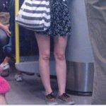 Les presento a la chica que en lugar de rodillas tiene dos cabezas de bebe http://t.co/LYUJWS3X8M