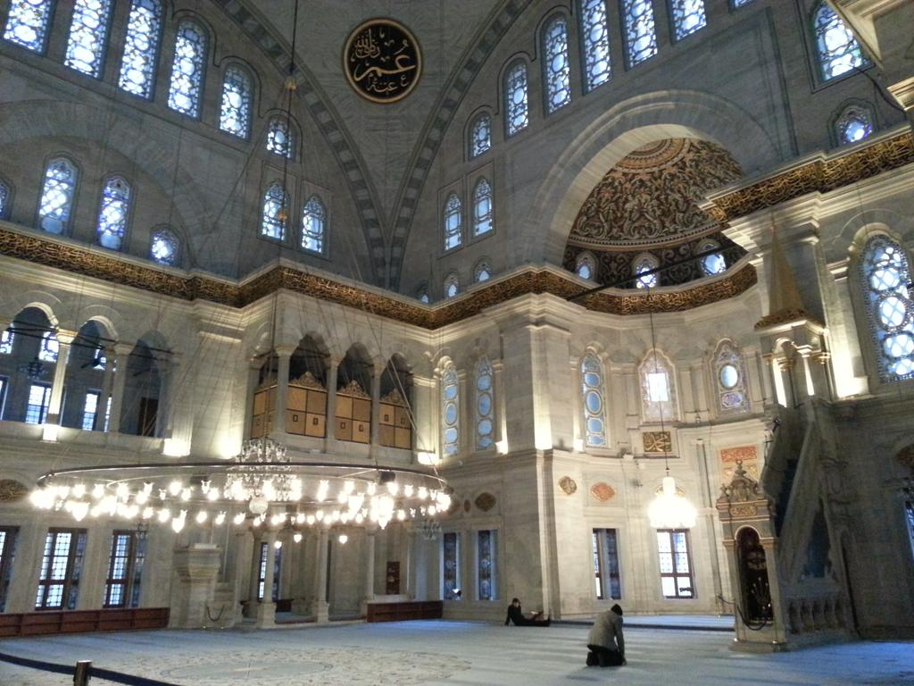 RT @girlinflorence: Peace and tranquility inside Nurusmaniye mosque, one of the finest examples of Ottoman Baroque style. #Istanbul http://t.co/HY8T4lcO8d
