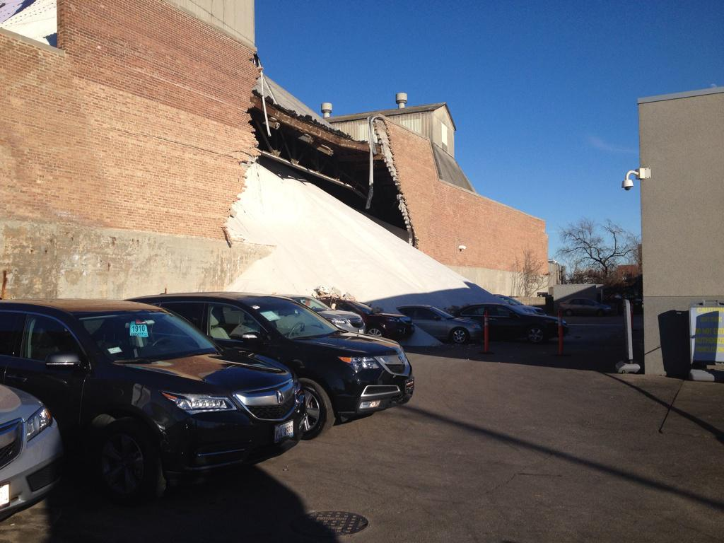 Building collapse. Elston and Potomac Morton salt http://t.co/p6pmQjU4JI