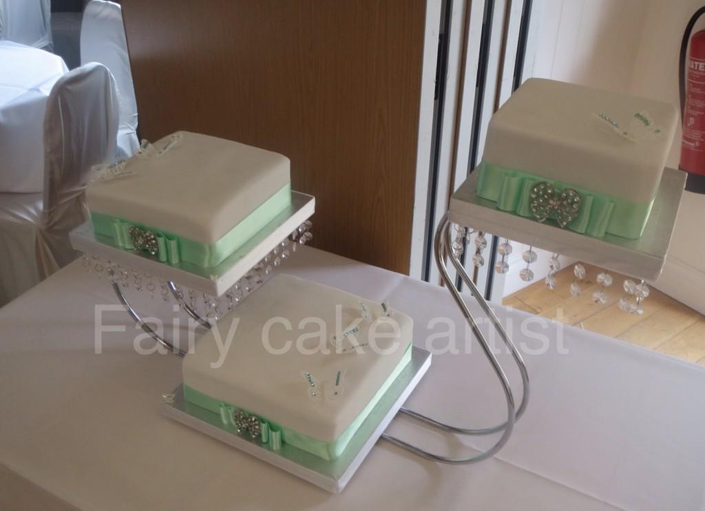 Mint green wedding cake http://t.co/LqWu42QHpw