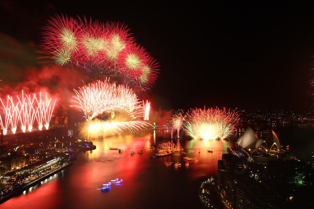 LIVE STREAM the #SydNYE midnight fireworks spectacular right here: http://t.co/NzFjukY3jE  #ilovesydney http://t.co/6EWvUkesM2
