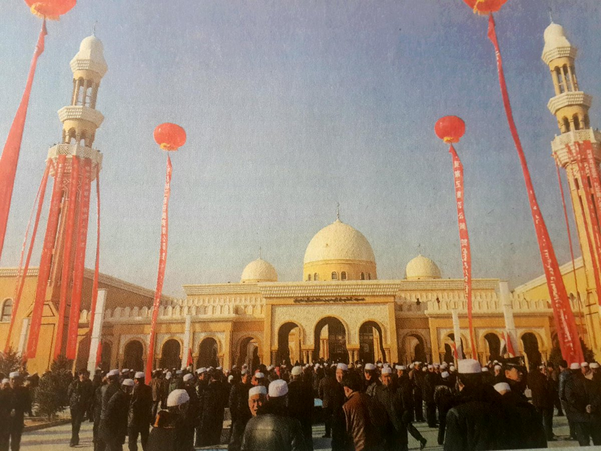 The Shaikh Zayed Bin Sultan Al Nahyan mosque is the largest to open in #China last Friday,  accomodating 6000 people. http://t.co/hgPRTxRFUY