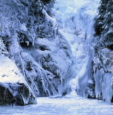 A frozen waterfall in Stołowe/ Table Mts in #Poland. A must-see! #travel #mountains #skiing http://t.co/WLtQ1HO99E