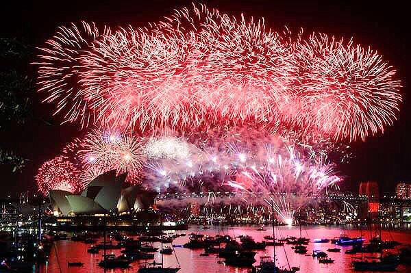 9pm New Years Eve fireworks Sydney Harbour, Australia. http://t.co/k9XiCglr8I