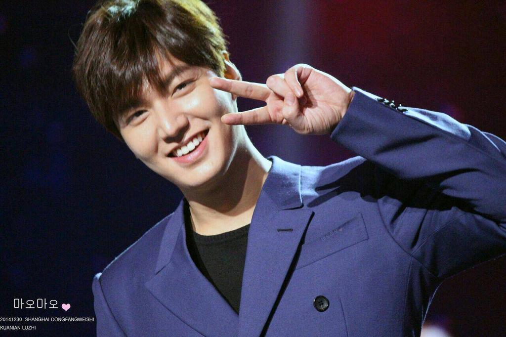 Happy New Year Everyone~🎉🎊🎇🎆 Good Bye 2014, Welcome 2015 !! Hope 2015 is better, than in 2014 😇😇 @ActorLeeMinHo 😘 http://t.co/jeSktirzAo