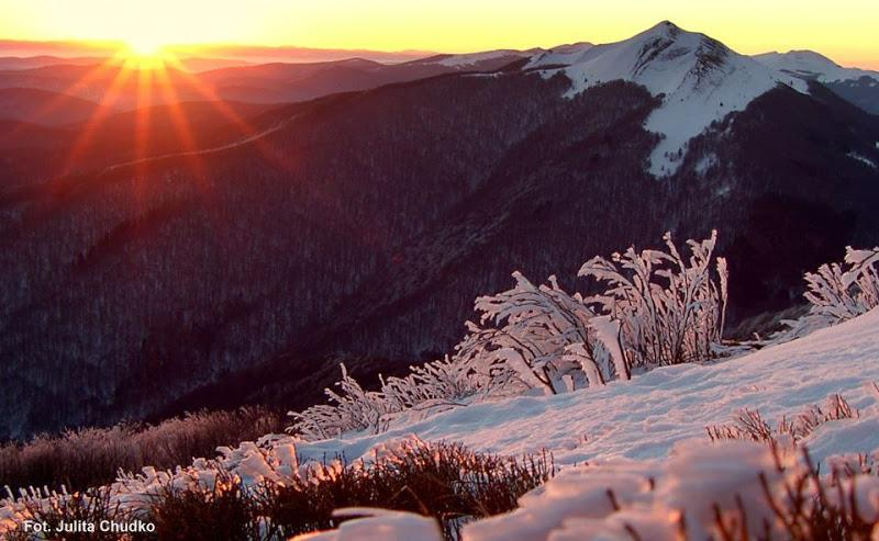 A frosty winter morning in #Bieszczady Mts. #Poland #travel #skiing #ttot http://t.co/CBbdZ2N3MC