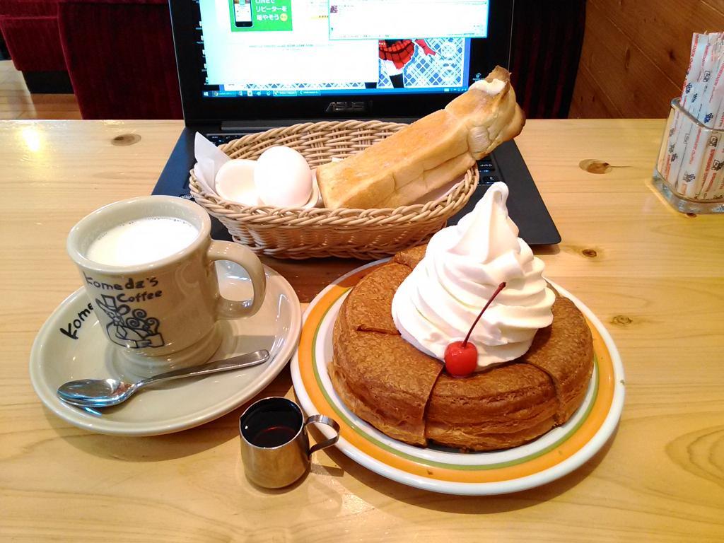 元日にいただく日本の伝統的なおせち http://t.co/QGL4Q2yoxw