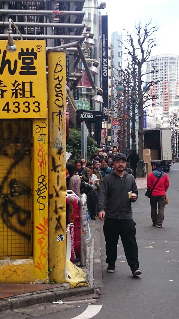 【乞食速報】元日限定のゴールドラッシュ1円ハンバーグに、文字通り乞食が長蛇の列を作る…東京