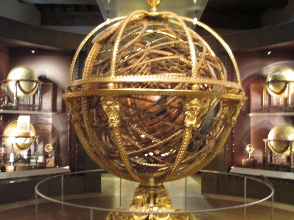 日本の年越しの時間は、この旅行の目的地のフィレンツェのガリレオ博物館にいました。これ! http://t.co/dAGRDDDda7