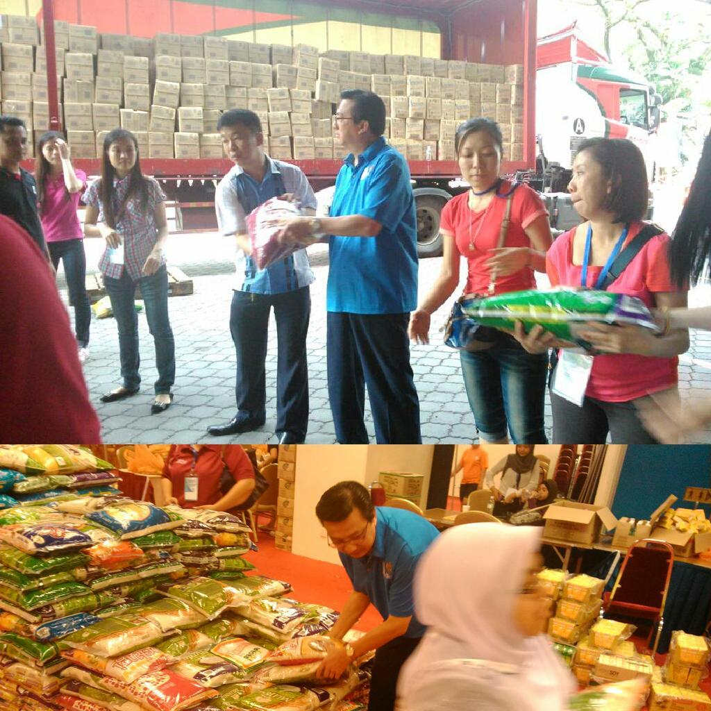 Meanwhile, on new year's day, @liowtionglai is moving items to be delivered to our brothers & sisters from East Coast http://t.co/1wVleJZi0u
