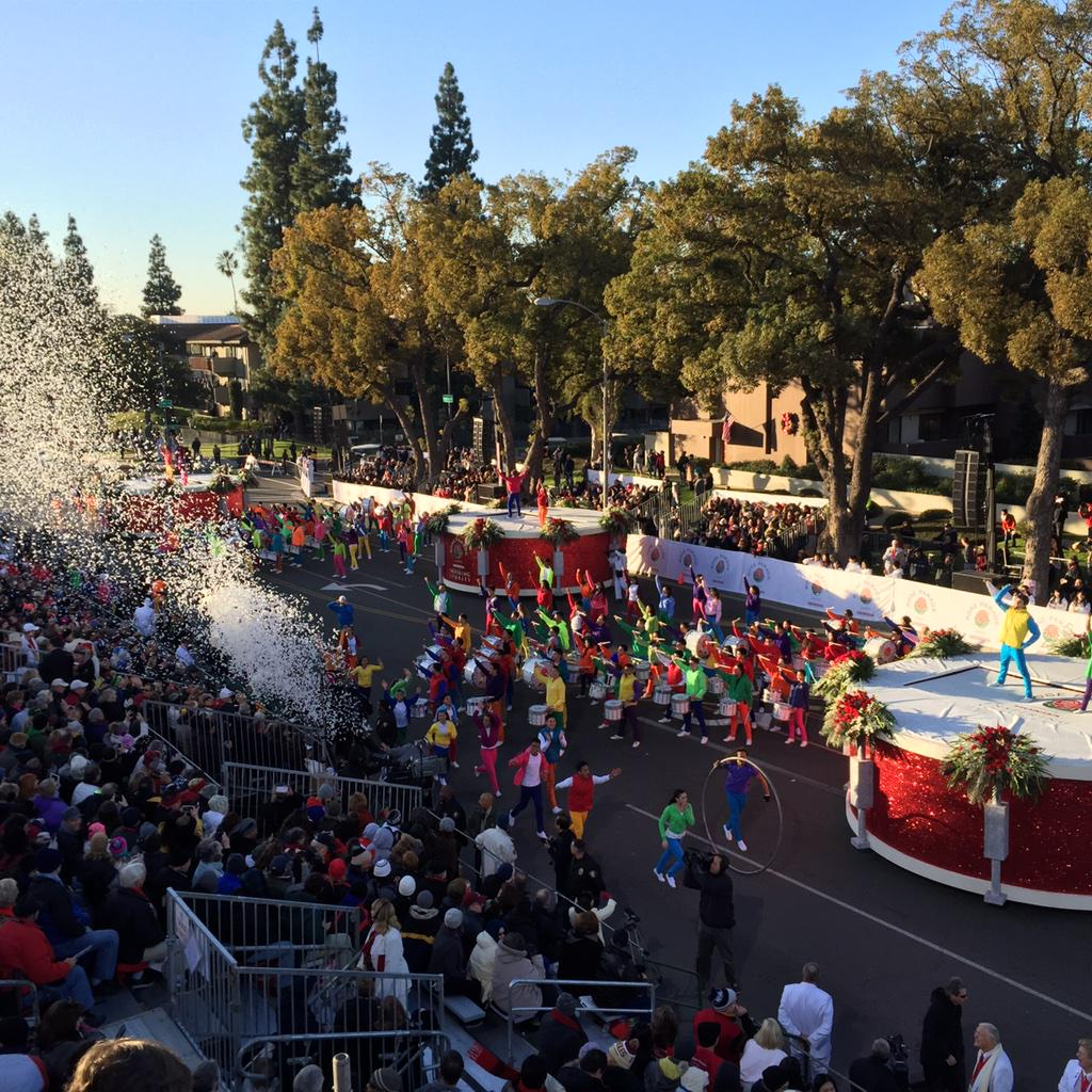Kicking off the #RoseParade with a colorful and #inspiring Opening Show! http://t.co/ZZmfj39lsT