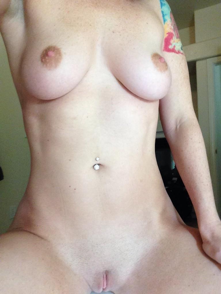 Sophia Locke (@SophiaLocke): Hrnngg less than 500 to go before I hit 100k followers! So many pervs, so little time! http://t.co/FsfLSgyG7f