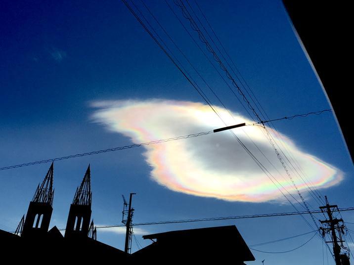 虹色の雲でとるヤバ http://t.co/8HuyTSm8LS