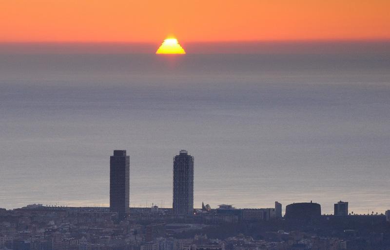 El sol s'ha tornat piramidal aquest matí a causa d'un miratge http://t.co/Gfa1gFKnld (foto: @alfons_pc) http://t.co/H7laDgaZ7W