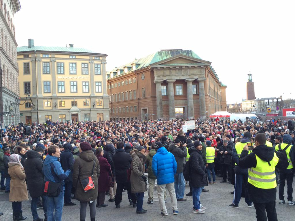 Thousands have turned out for #Stockholm rally in support of #muslims after mosque arson attacks #bräninteupp2015 http://t.co/NRGt01yAWs